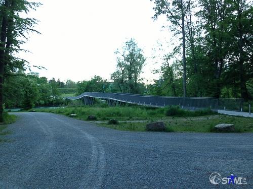 Mehrfeldrige Spannbandbrücke in vorgespanntem Beton - die erste  der Schweiz.