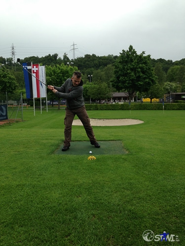 Sascha beim Golfen.