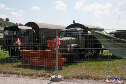 Armee Fahrzeug für den Winterdienst.