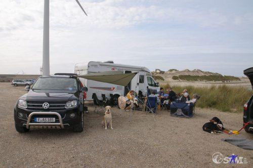 Vom Wind geschützt, durch unsere Fahrzeuge.