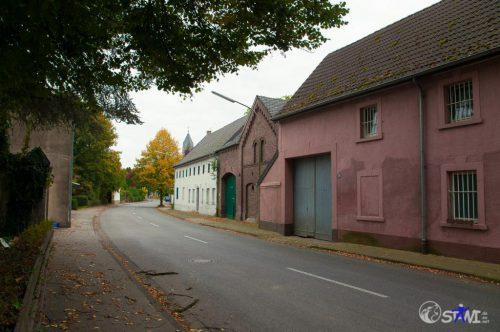 Leere Straße in Immerath.