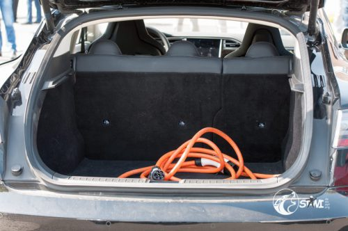 Ladekabel im Kofferraum