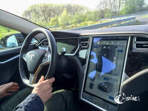 Viel Information im Tesla