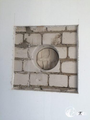 Kleine Unterbrechungen gehören dazu. Schließlich ist die Wand fast 30 cm stark.