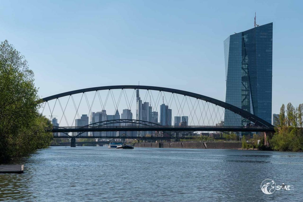 Osthafenbrücke und EZB