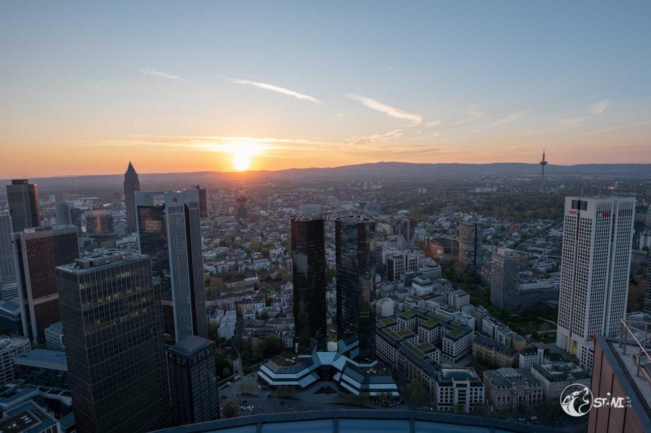 Deutsche Bank im Sonnenuntergang