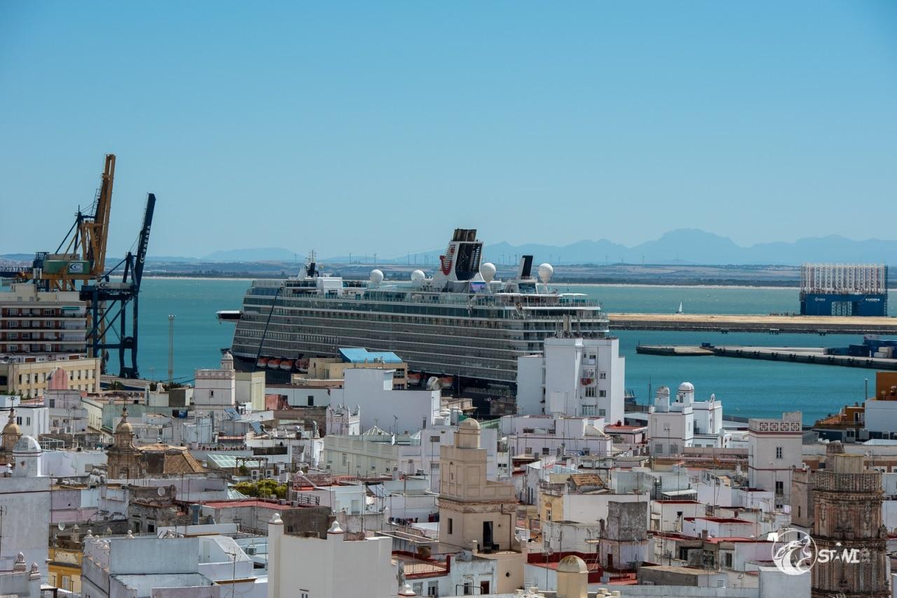 Mein Schiff 3 im Hafen von Cadiz