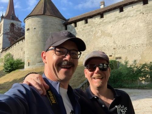 Wir Zwei vor der Stadtmauer